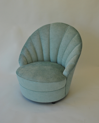 Shell shaped bedroom chair