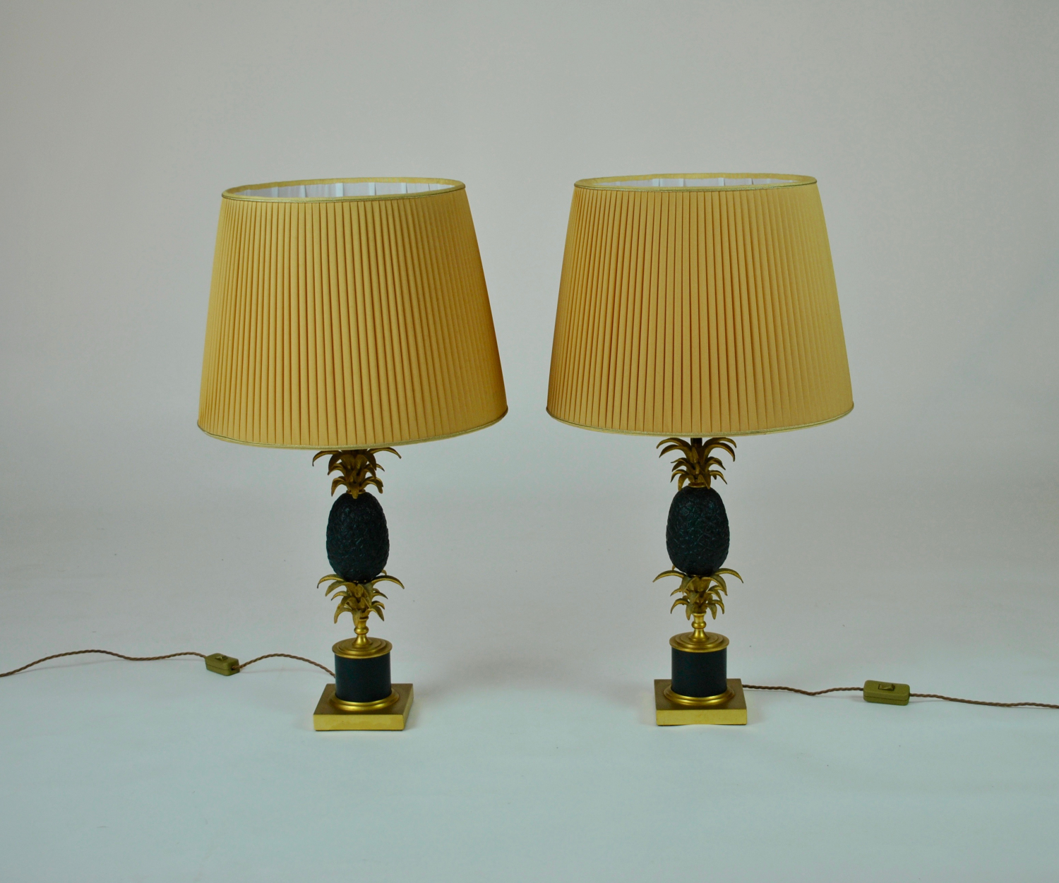 Bronze pineapple lamps